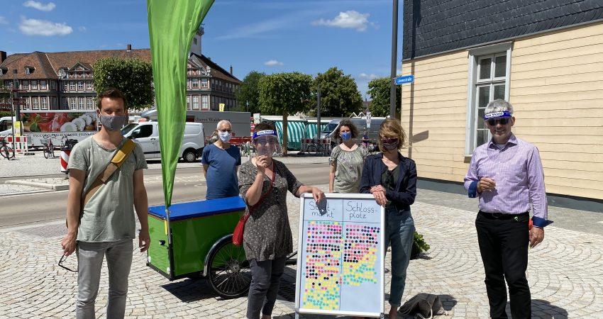 Das Foto in der Löwenstraße zeigt: v.l. Sascha Poser, Manfred Kracht, Elke Schmidt, Ghalia El Boustami, Britta Schinke, Stefan Brix